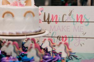 organizar mesa do bolo com tema de unicórnio